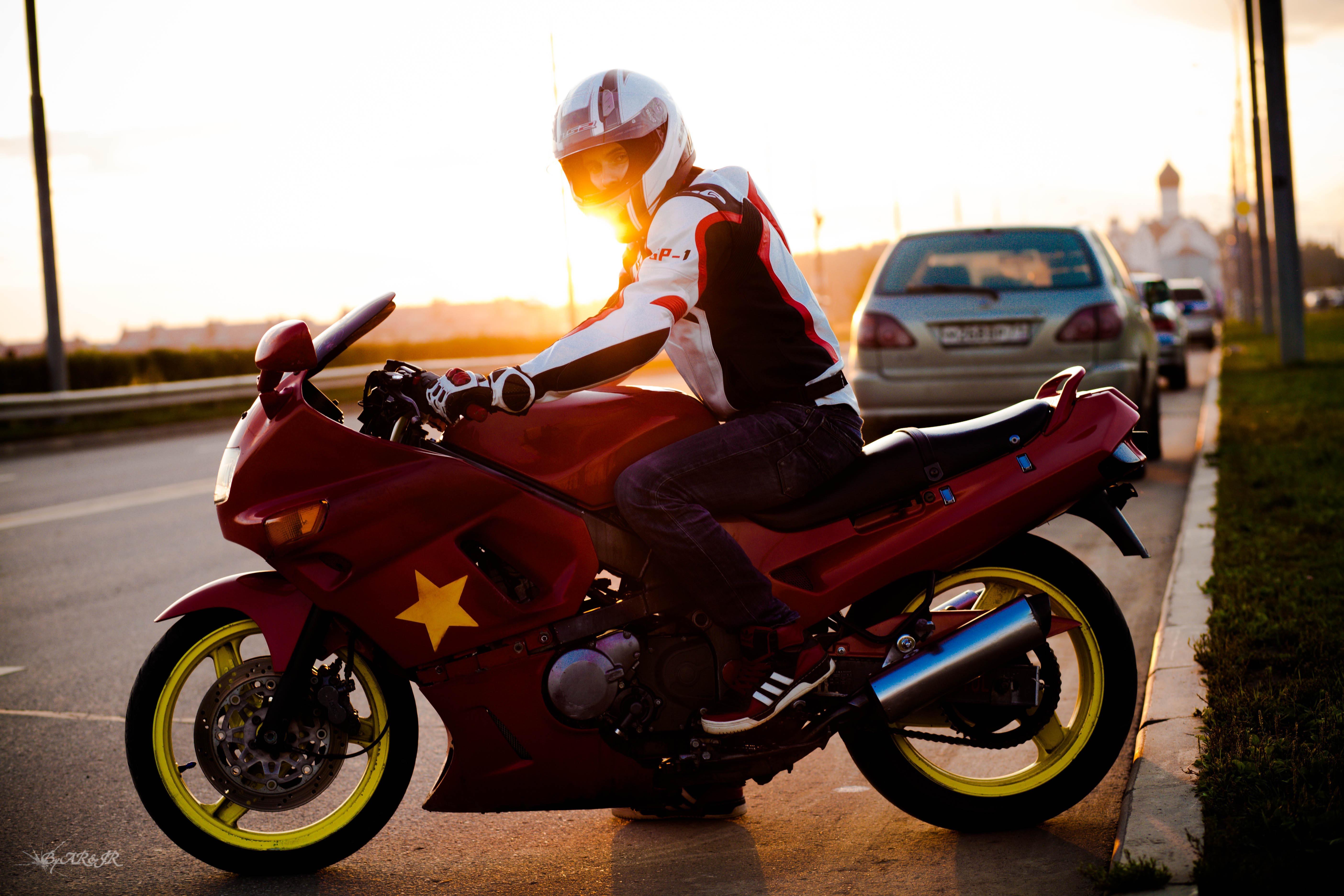 хотите нарисовать парень на мотоцикле фото с высоким разрешением делаем