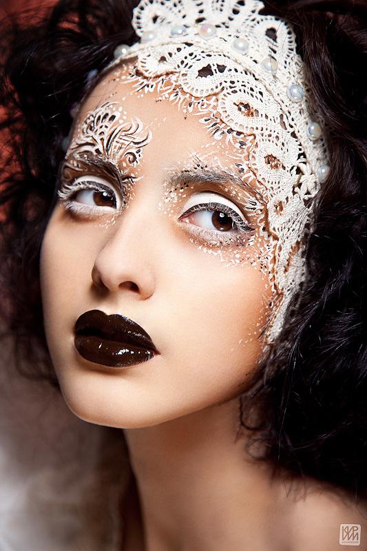 яркий, кружевной макияж на лице фото дизайне