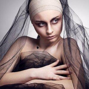 Model_Meri Grau