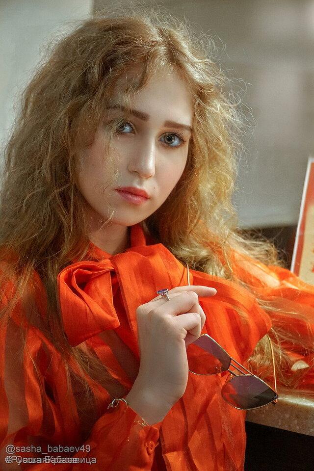 Девушка в красном...