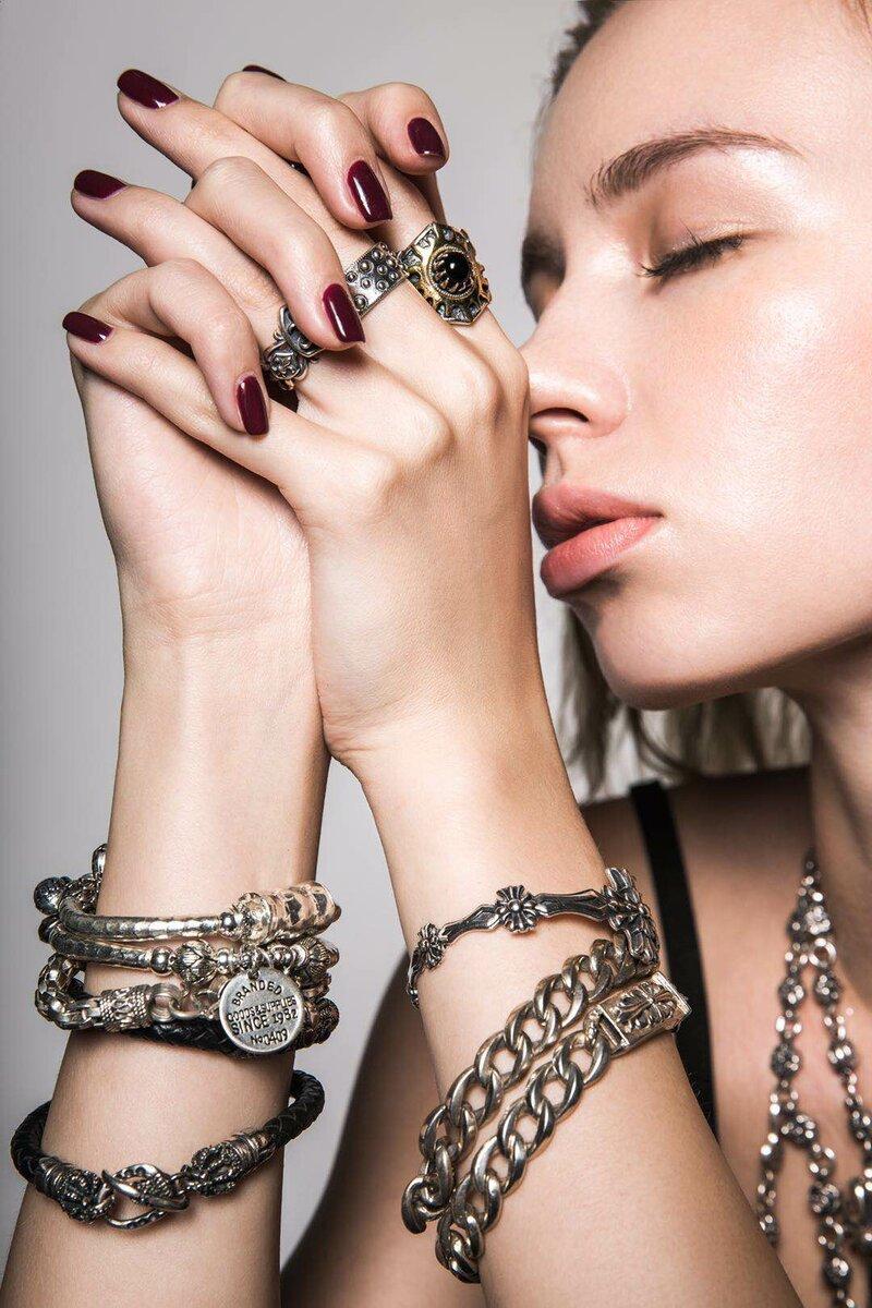 Палец, Лак для ногтей, Ювелирные изделия, Модный аксессуар, Браслет, Красота, Браслет, Ювелирные изделия тела, Руки, Кисть