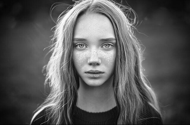 Лицо, Черно-белый, Красота, Черно-белая фотография, Брови, Блондинка, Прическа, Монохромный