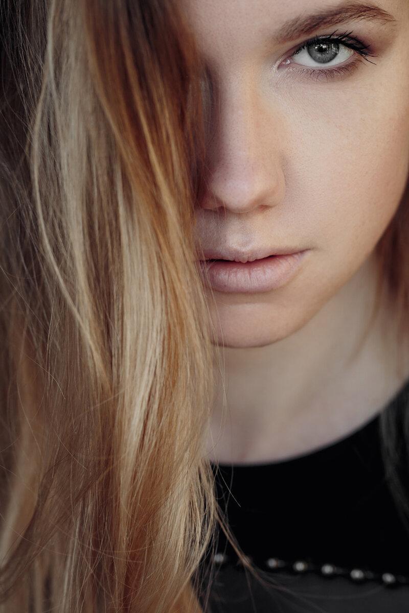 Волосы, Лицо, Губы, Брови, Прическа, Блондинка, Красота, Кожа, Подбородок, Нос