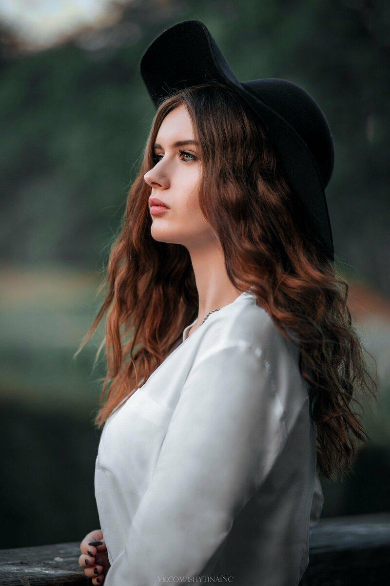 Белый, Одежда, Красота, Леди, Прическа, Губы, Длинные волосы, Шляпа, Плечо